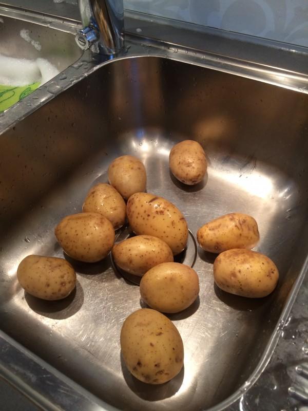 Cirka 1,5 kg fast potatis.