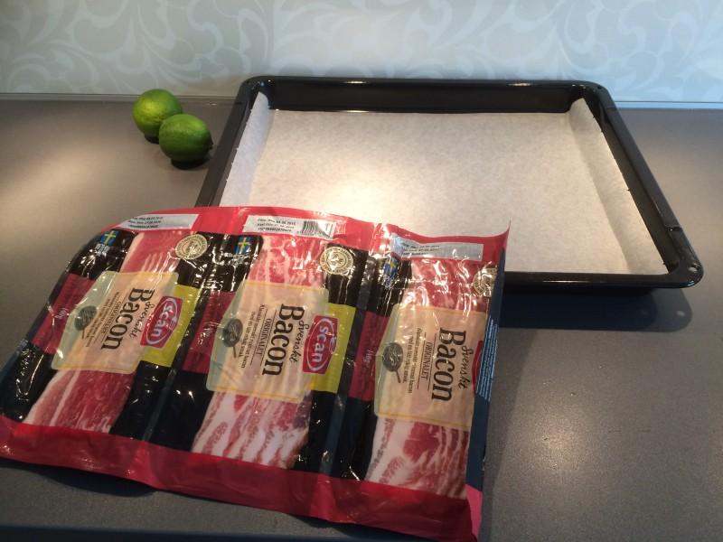 Får det plats tre paket bacon i en långpanna?